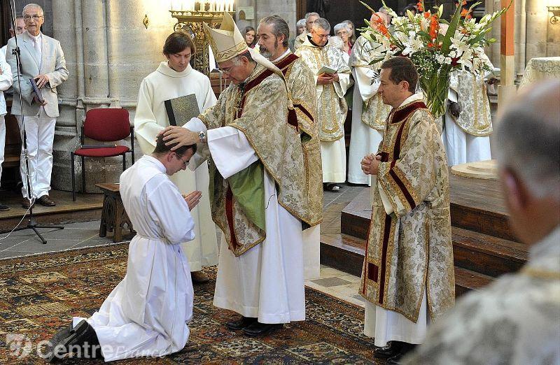 Ordination sacerdotale d'Yves Molin à la Cathédrale de Moulins